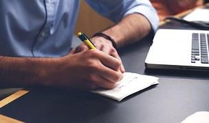 申し込み 書類に記入のイメージ写真
